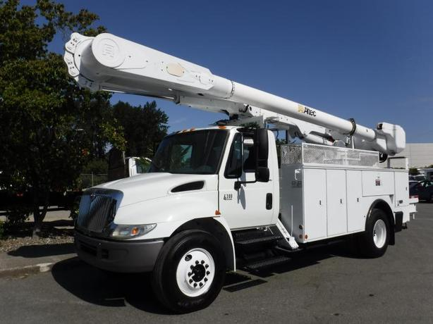 2007 International 4300 Bucket Truck Diesel with and Air Brakes