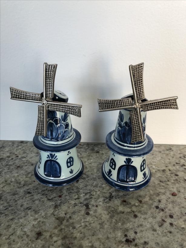 Vintage Delfts Salt and Pepper Set