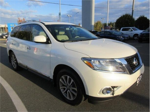 2015 Nissan Pathfinder SL 4WD Low Kilometers Navigation