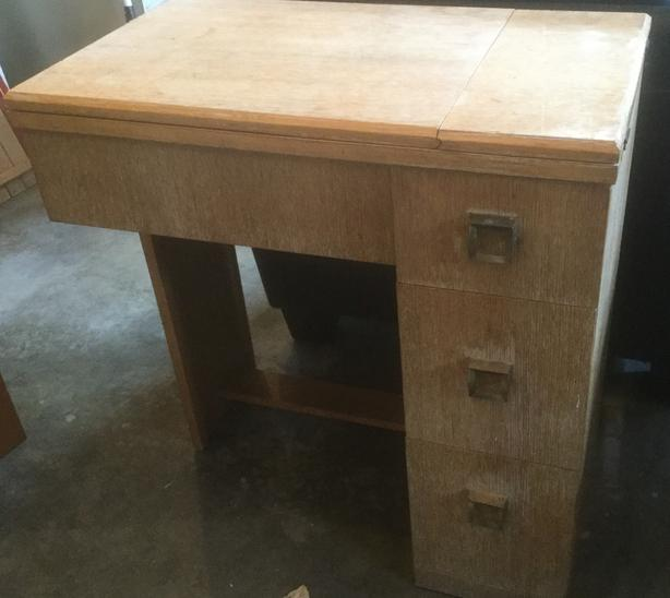 FREE: Sewing desk