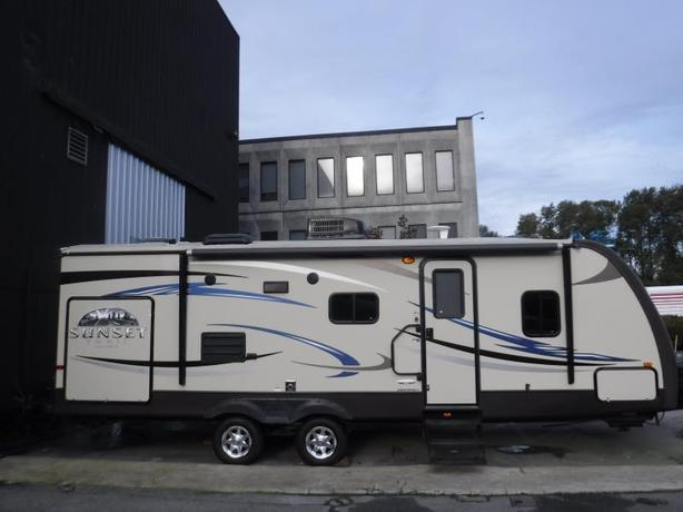 2012 Cross Roads Sunset Trail 26ft RV Travel Trailer with 1 Slide Out
