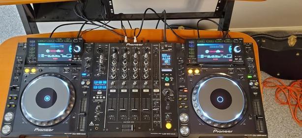 Pair of CDJ-2000 Nexus, DJM-900 Nexus