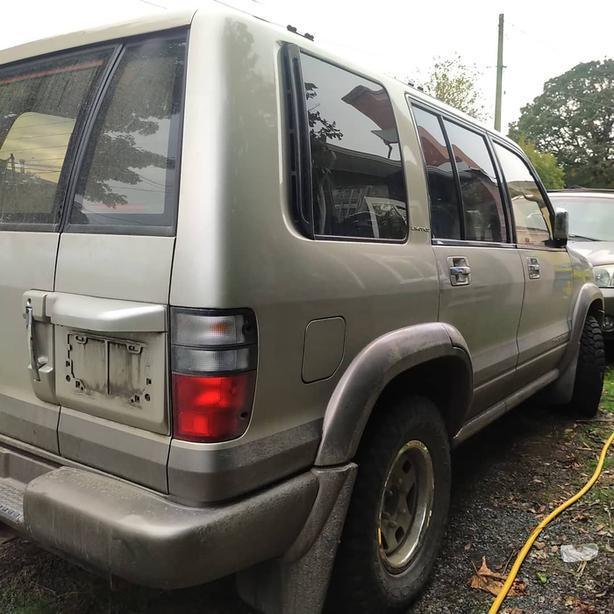 2001 Isuzu Trooper Limited Luxury SUV