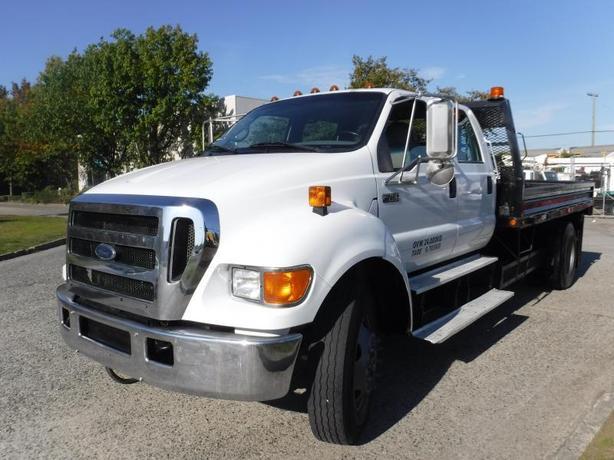 2007 Ford F-750 Super Duty 14 Foot Flat Deck Crew Cab 2WD Dually Diesel