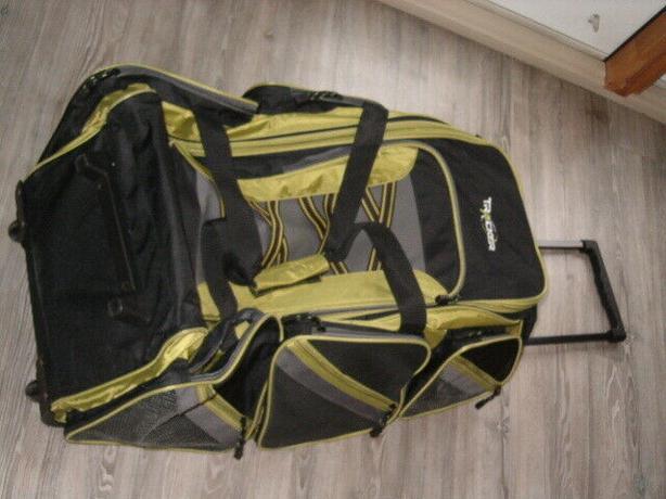 duffel bag sport tracker luggage travelers