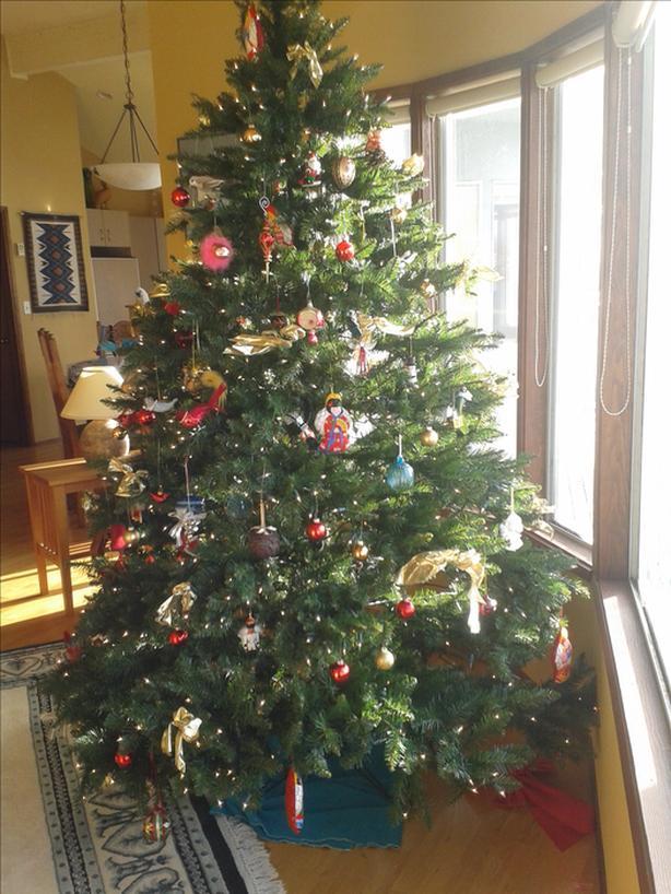 FREE: Large Pre-Lit Christmas Tree FREE