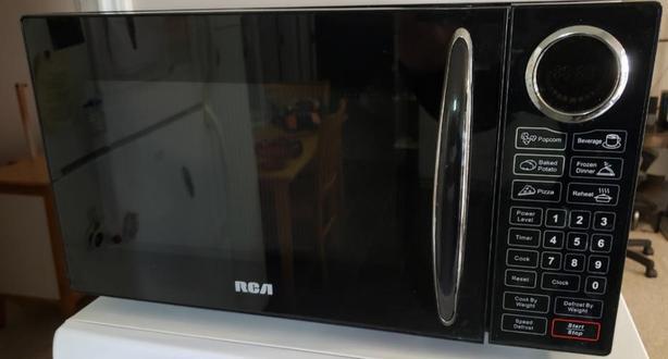 RCA Microwave LIKE NEW