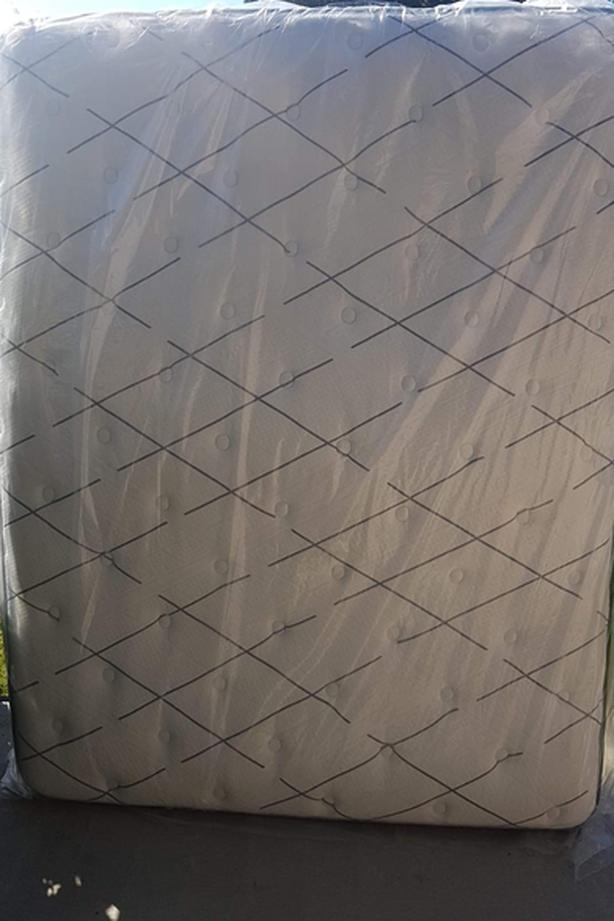 New Queen Sealy Bed Posturepedic Mattress (Firm)