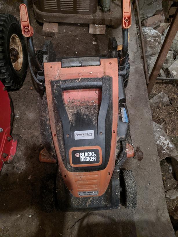 Black & Decker Electric Lawn Mower // Tondeuse à Gazon