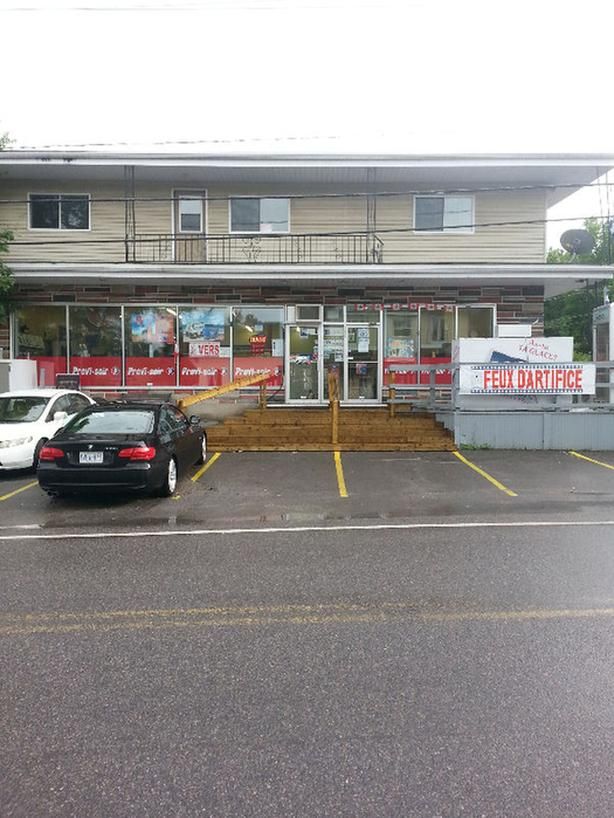 Semi-commercial building with convience store and equipment included