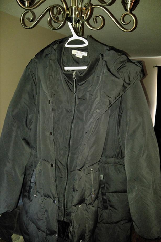 BNWOT Woman's 3XL Winter Mid Length Coat from Peningtons