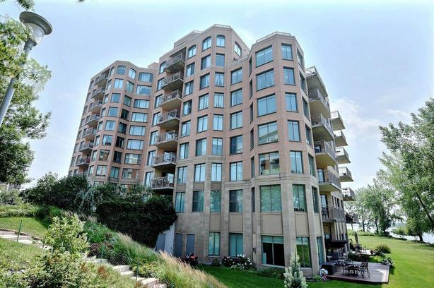 1120 sqft condo with breathtaking view of the River in Brossard