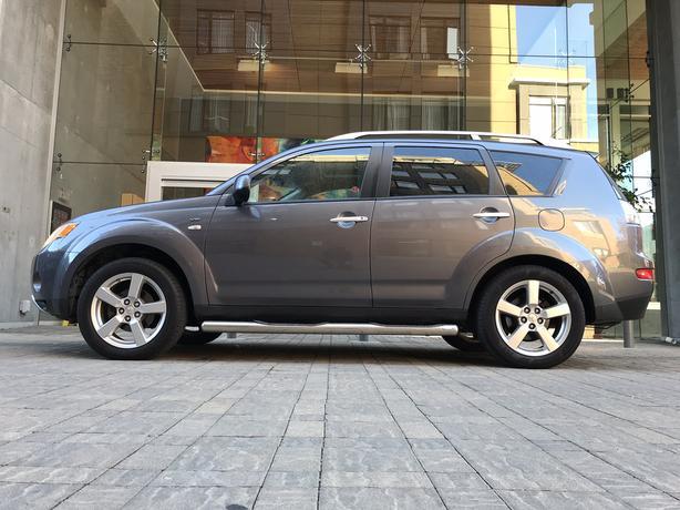 2008 Mitsubishi Outlander XLS 7 passenger