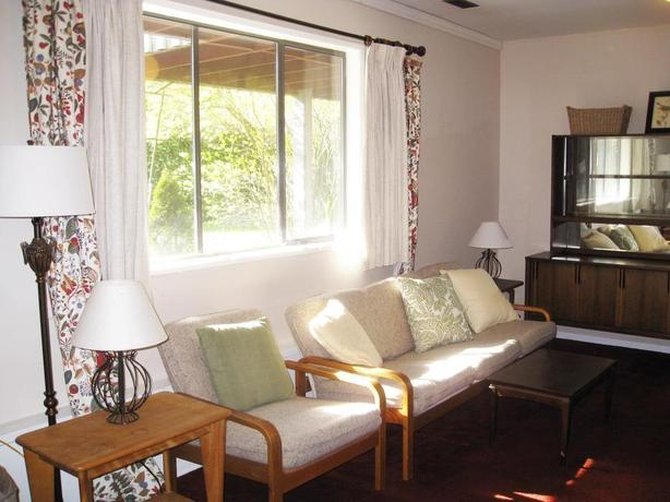 2-bedroom garden-level suite, close to UVIC