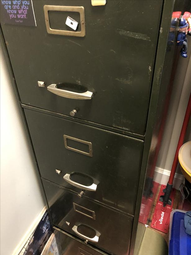 Free 4 DRAWER FILLING CABINET