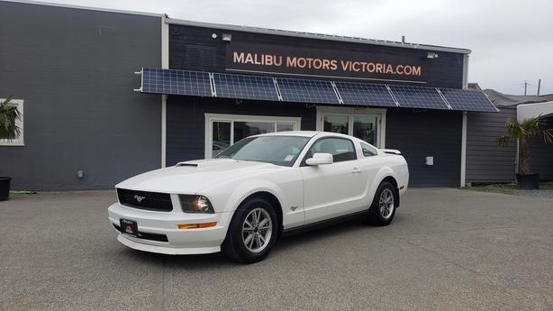 ** 2005 Ford Mustang - AUTOMATIC - ONLY 124,000Kms.
