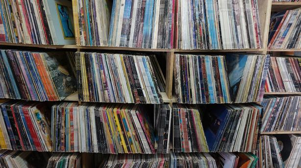 30,000+ Vinyl Records FS