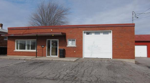 Commercial building + warehouse for sale Saint-Jean-sur-Richelieu