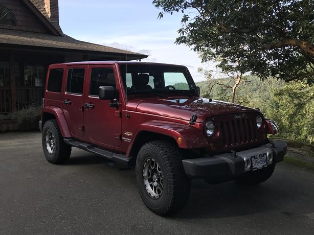 2013 Jeep Wrangler Unlimited Sahara, low kms