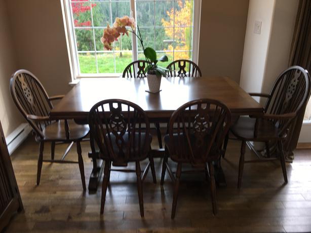 Windsor Oak Wheel-backed Dining Suite