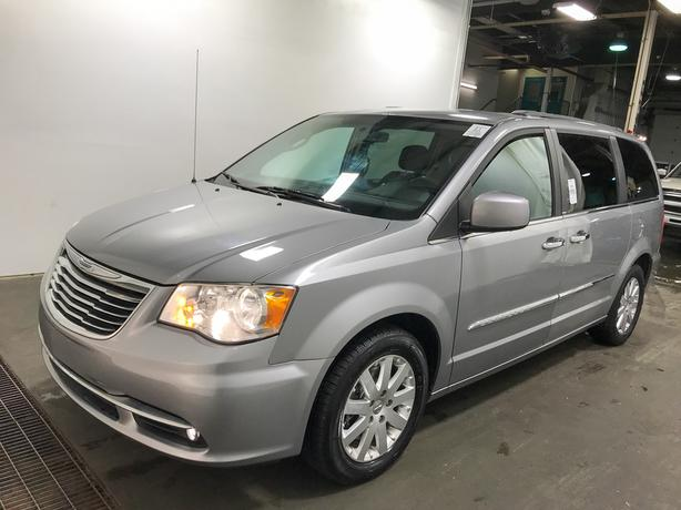 2014 Chrysler Town and Country Touring 7-Passenger - NO ACCIDENTS!