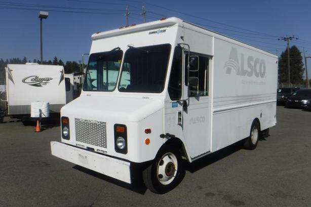 2004 Grumman Olson Workhorse P42 16 Foot Cargo Cube Van Dually Diesel