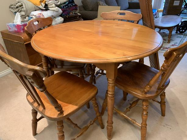 FREE:Maple dining room set..must go today