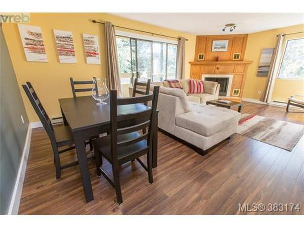 Beautiful 2 bedroom top floor condo for rent, available February 1, 2020