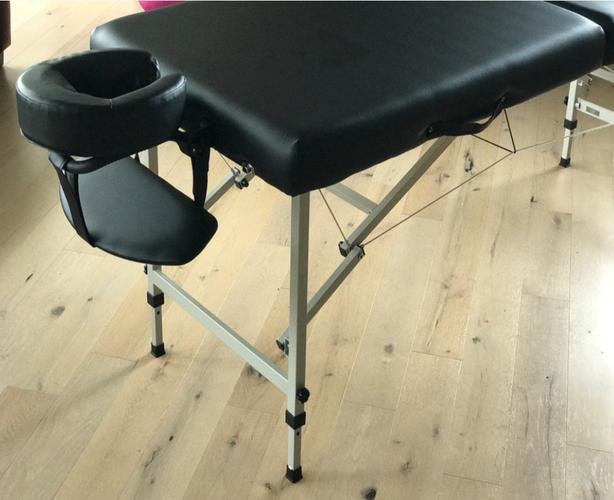 ** Like new Lightweight aluminum Pro Comfort II massage table **