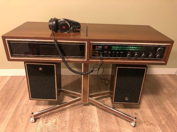 Hitachi Stereo Console and Turntable