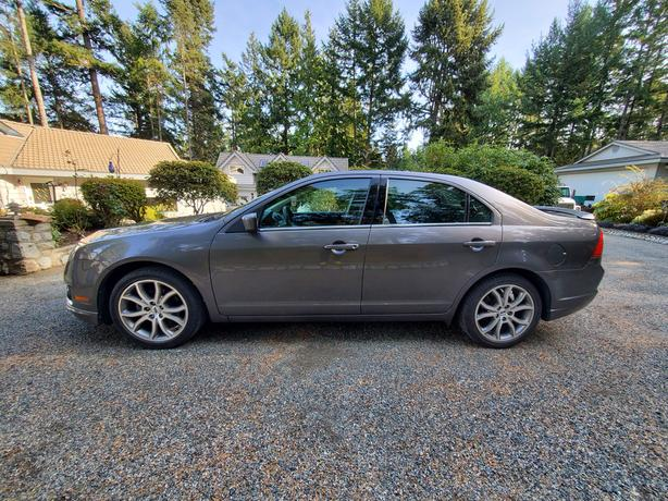 Ford Fusion 2011- LOW mileage, excellent condition