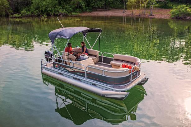 2019 Suntracker Party Barge 18 DLX w/Mercury 40 ELPT 4Stroke