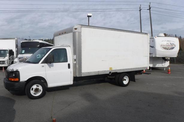 2005 GMC Savana G3500 Cargo Cube  Van 16 foot