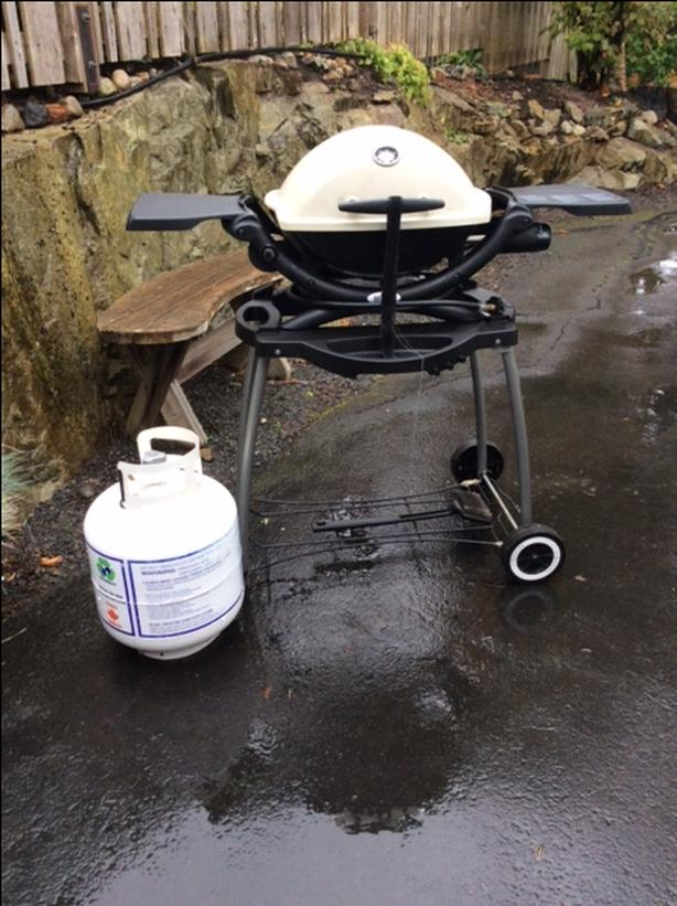 Weber Q 1200 Barbecue stand and tank