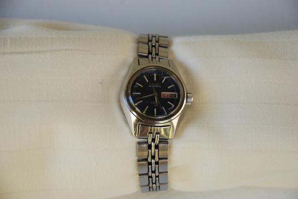 Vintage (1970s) Seiko Women's Watches (gold, silver)