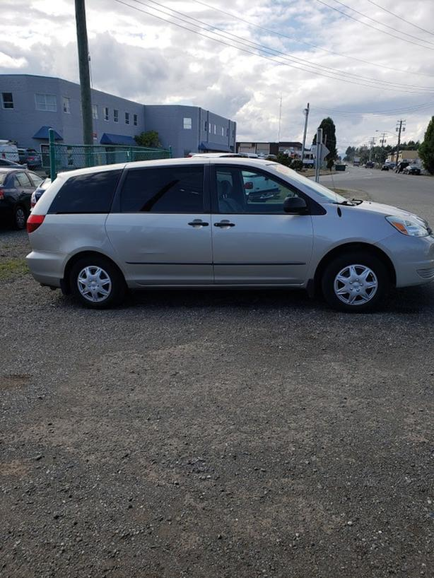 2004 TOYOTA SIENNA-8 PASSENGER-NO ACCIDENTS-NEW TIMING BELT-EXCELLENT CONDITION