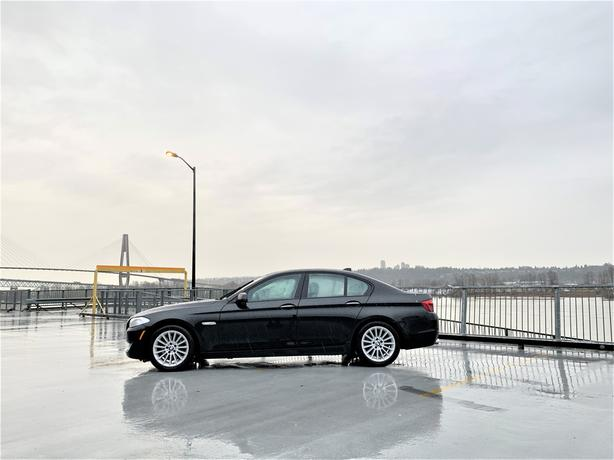 2011 BMW 528i RWD - BLACK ON BLACK - FULLY LOADED - 1YR WARRANTY