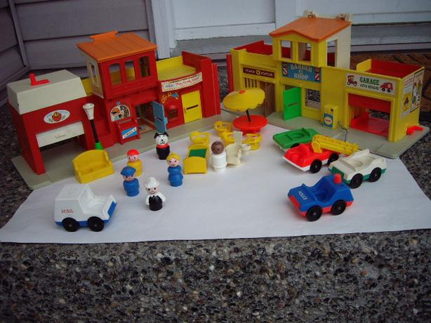 FISHER PRICE VILLAGE, ACCES