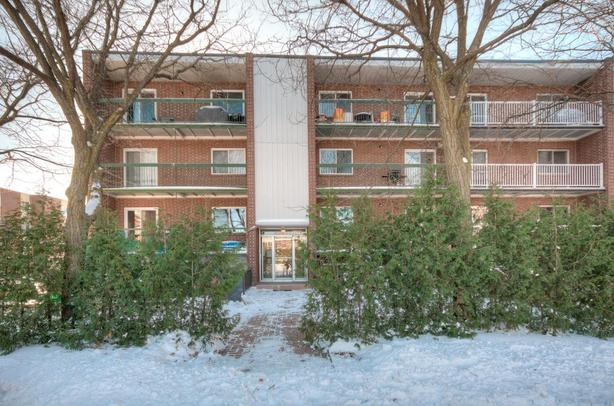 8plex well located and maintained 72K Gross income Old Longueuil
