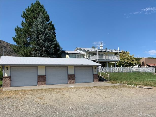 Well-Maintained Home with Beautiful Lake Osoyoos Views