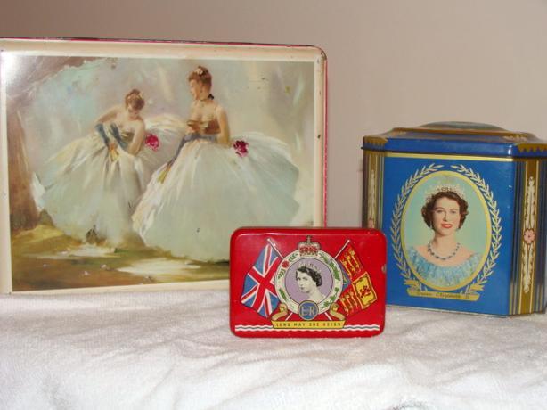 English Royal paraphernalia w/Queen Elizabeth and Charles/Diana