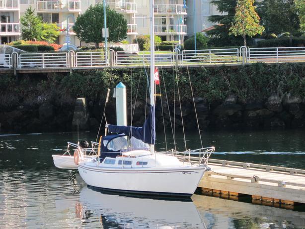 27' Catalina Sailboat, moored at Deep Bay