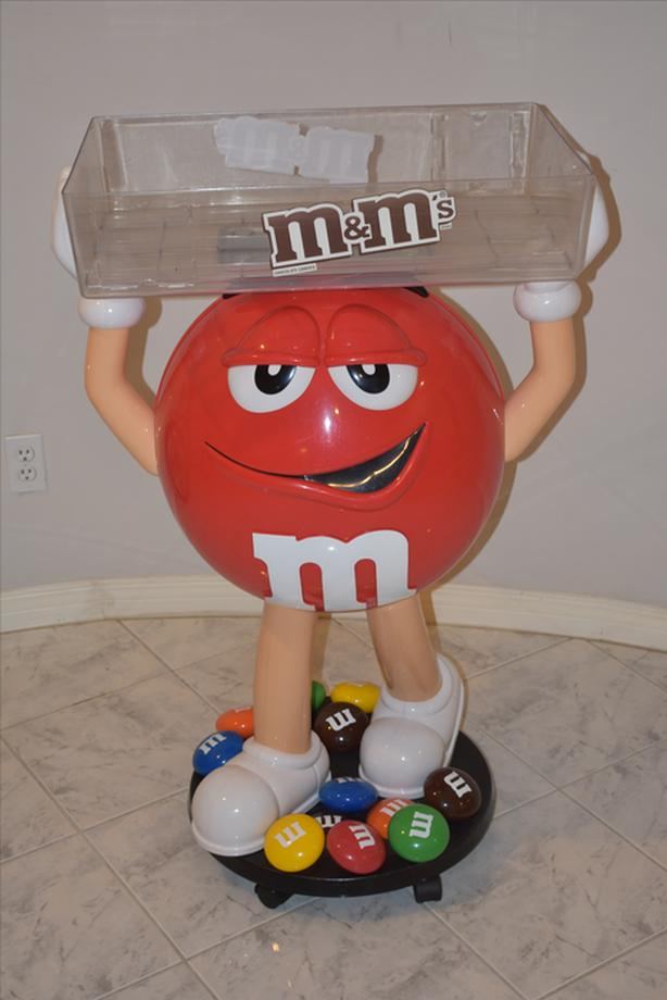 M&M Stand