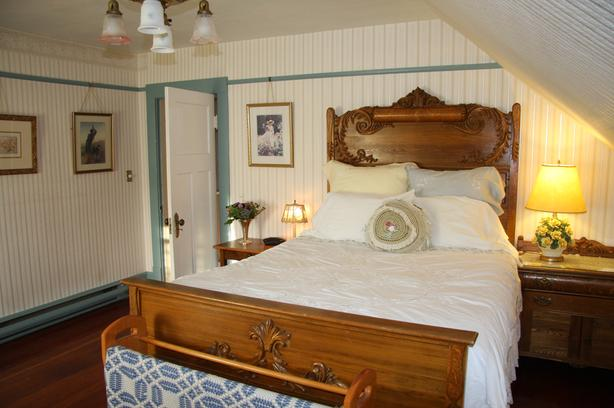 Furnished room with private bathroom in Fairfield