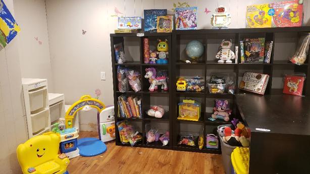 Furniture/storage/household