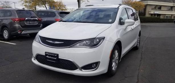 2017 Chrysler Pacifica Touring, Low KM