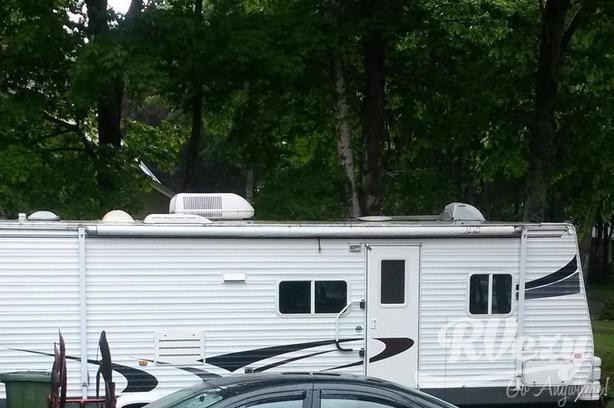 Hornet (Rent  RVs, Motorhomes, Trailers & Camper vans)