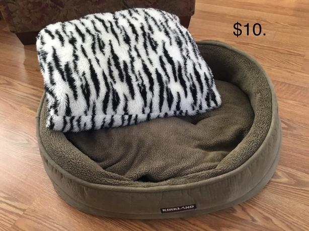 Gently used dog supplies