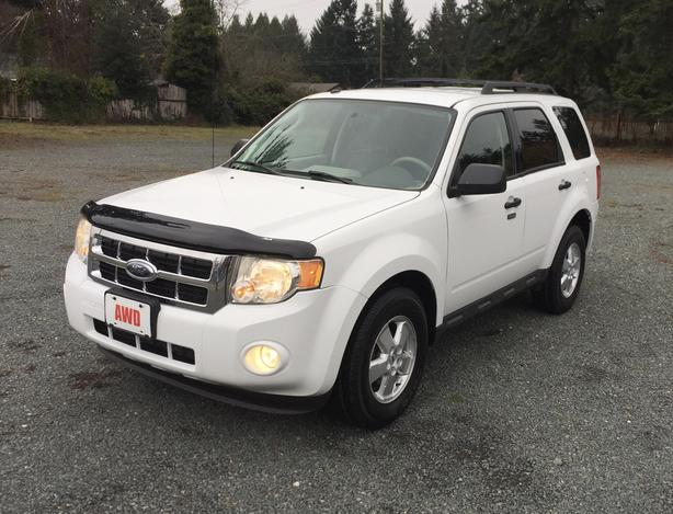 One Owner! 2009 Ford Escape XLT 4WD 3.0L V6, Automatic, Only 162,000Kms
