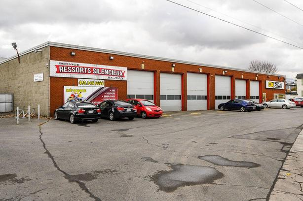 Garage with an excellent reputation 13 doors for sale